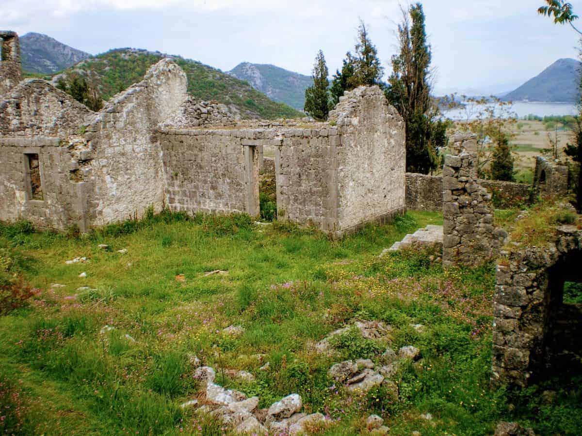 skadar lake castle ruins