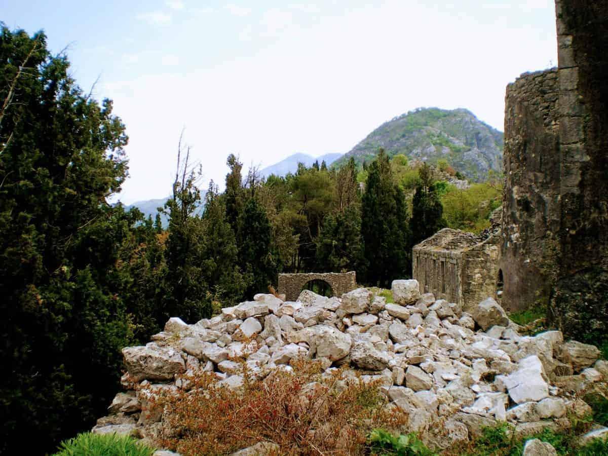 skadar lake montenegro ruins